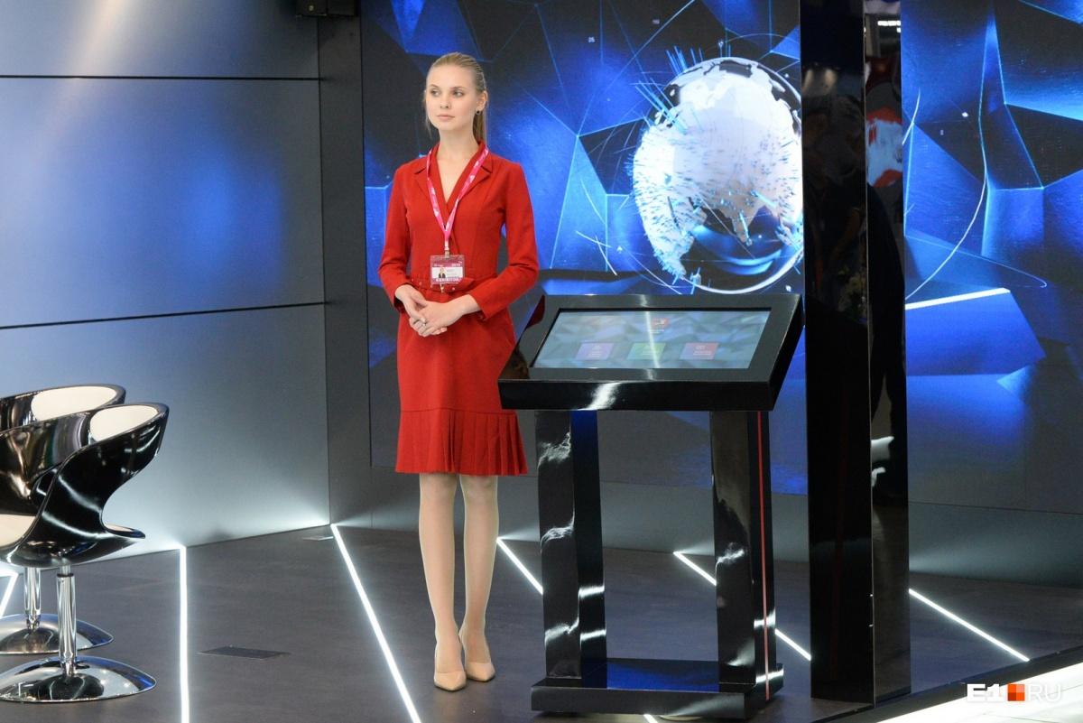 Уже который год они присутствуют на «Иннопроме» в красных костюмах