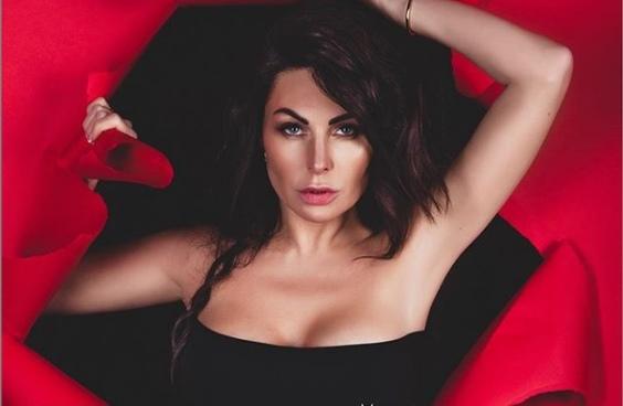 Нижегородская актриса Наталья Бочкарева стала певицей. Слушаем ее дебютный трек