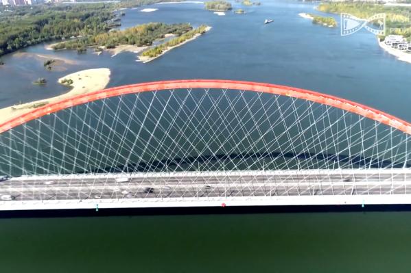 Авторы считают, что мосты — это основные артерии города, которые дают ему энергию