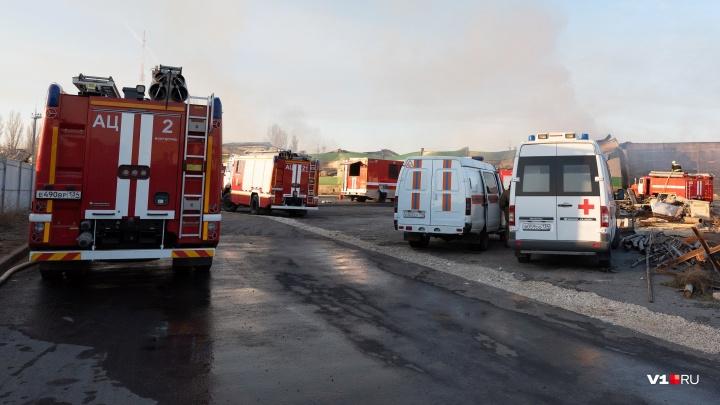 В Волгограде до сих пор не открыли дорогу у выгоревшего склада с туалетной бумагой