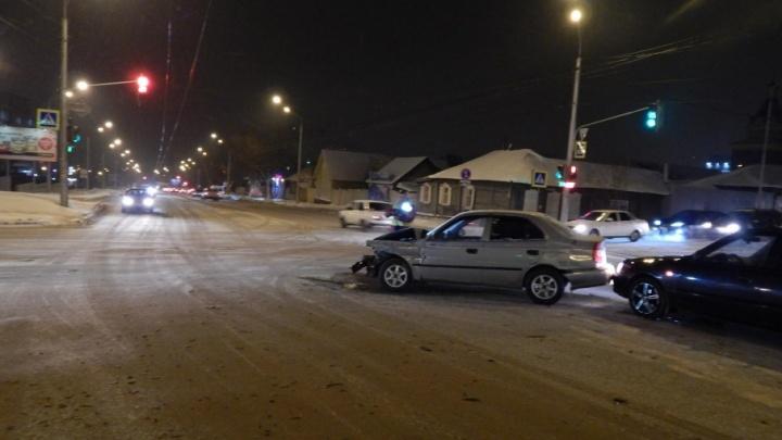 На уфимском перекрестке в столкновении двух авто пострадала девушка-пешеход