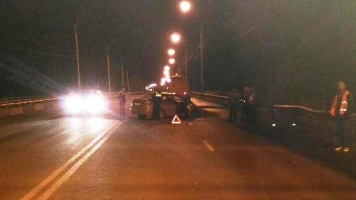 «Ниссан» влетел в трактор на ночном Винаповском мосту