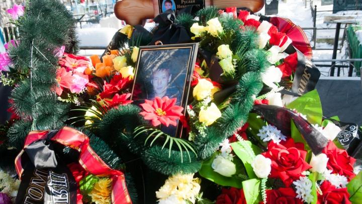 «Потеряли уже второго сына»: под Екатеринбургом похоронили погибшего в Сирии наёмника