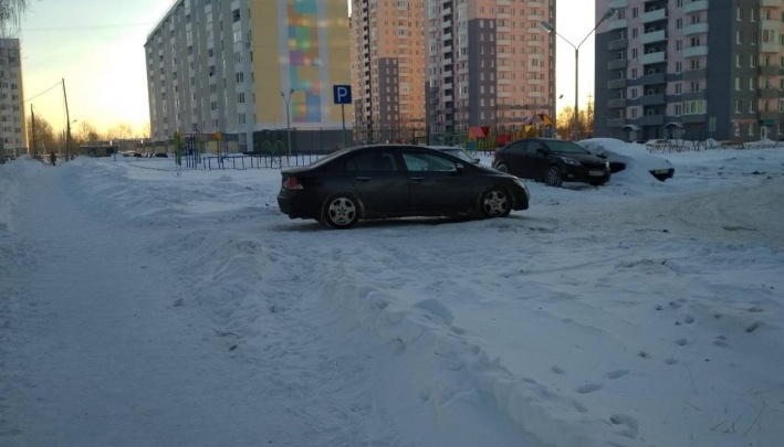 В инспекции труда выяснили, кто виноват в ЧП на Беловежской, где механика насмерть зажало лифтом