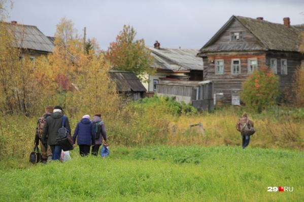 В Нижнем Рыболово сегодня живут постоянно только в паре домов, а раньше это была полностью заселённая деревня
