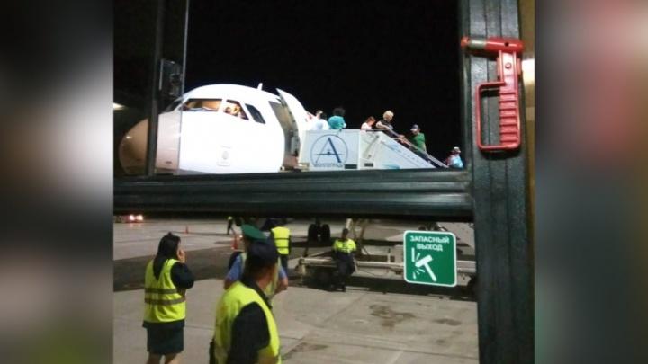 Из Челябинска в Анталью вылетел самолёт, совершивший посадку из-за возможной разгерметизации