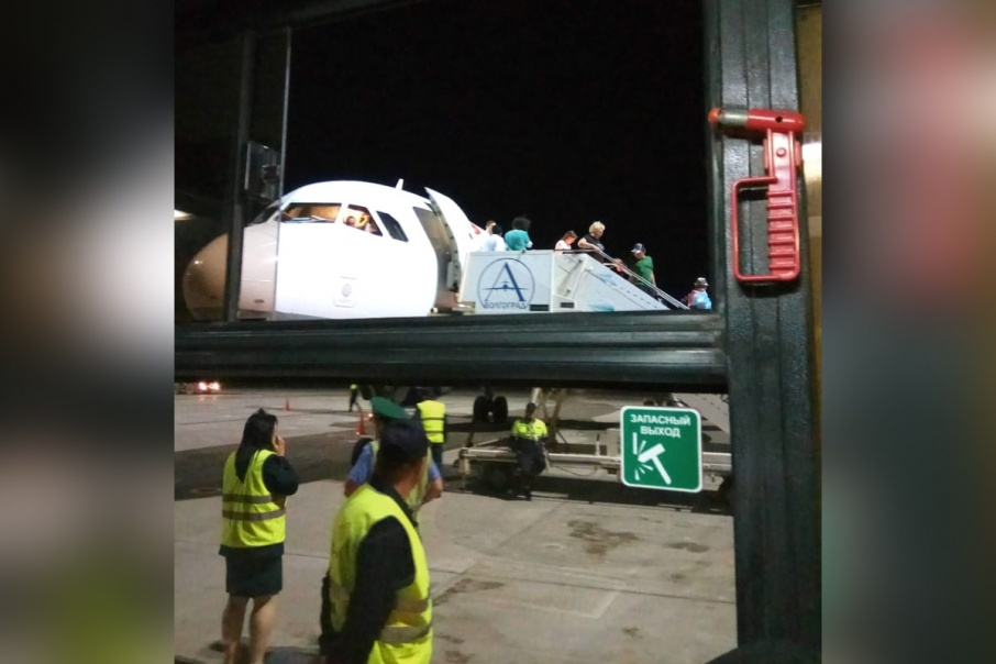 Самолёт несколько часов простоял в Волгограде из-за экстренной посадки