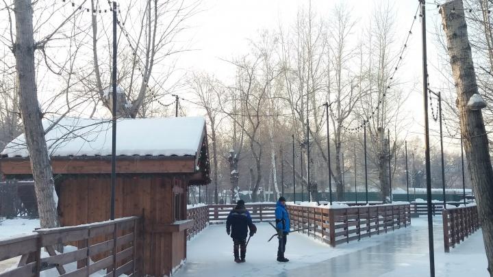 В парке 30-летия ВЛКСМ открыли каток. Он будет работать бесплатно до конца дня