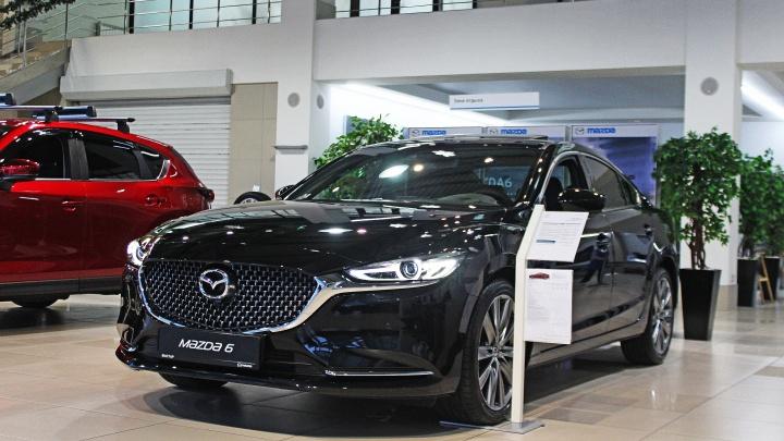 «Камри», держись: в новосибирские магазины завезли новую Mazda 6 с «лицом» акулы