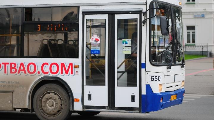 В родительский день до кладбищ Екатеринбурга пустят дополнительные автобусы