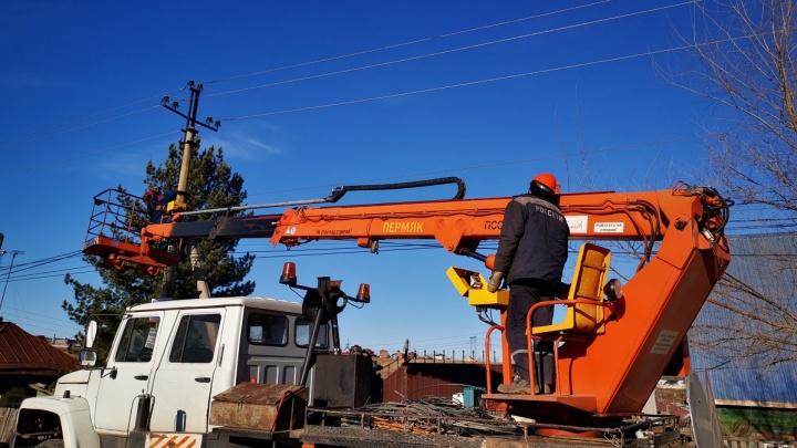 Красноярский филиал компании «Россети Сибирь» продолжил бороться с последствиями вчерашнего урагана
