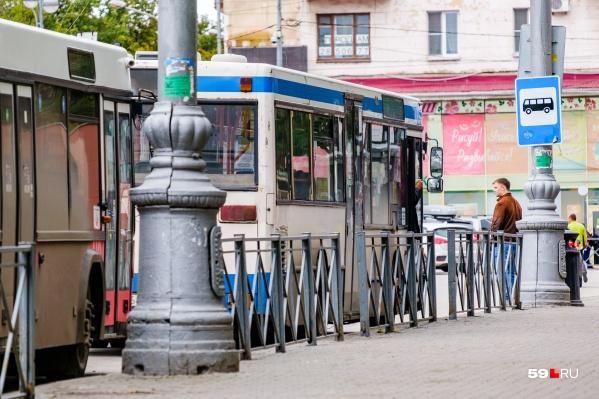 Дмитрий Малютин сделал то, о чем пермяки постоянно просят всех чиновников и депутатов, — решился зайти в автобус