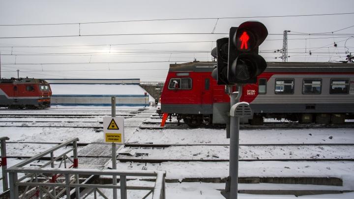 В Первомайском районе мужчину сбил поезд