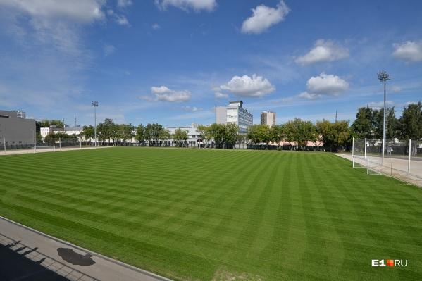 На «Химмаше» адаптируют только футбольное поле, а на «Калининце» реконструируют всю территорию комплекса