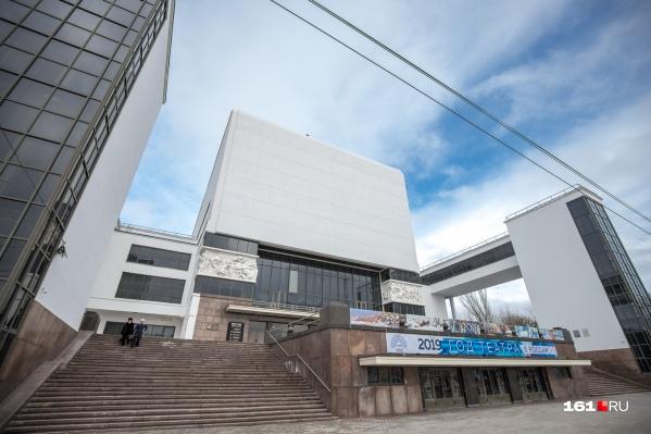 Перекупщикам грозят штрафы за перепродажу театральных и других билетов втридорога