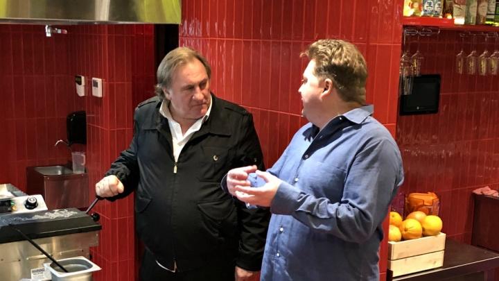 Пришёл со своим: Жерара Депардье заметили в новосибирском ресторане с собственной водкой