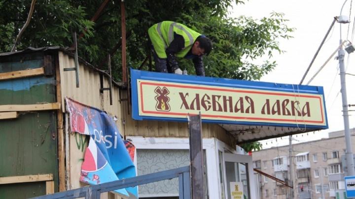«Мешали прохожим и автомобилистам»: на Чернышевского в Перми сносят незаконные киоски