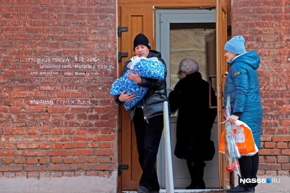 Конечно, рождение ребёнка в семье уже само по себе радостное событие, но помощь от государства на содержание не помешает
