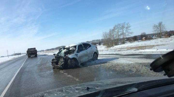 KIA столкнулась со встречным КАМАЗом на трассе под Новосибирском: погибла женщина (обновлено)