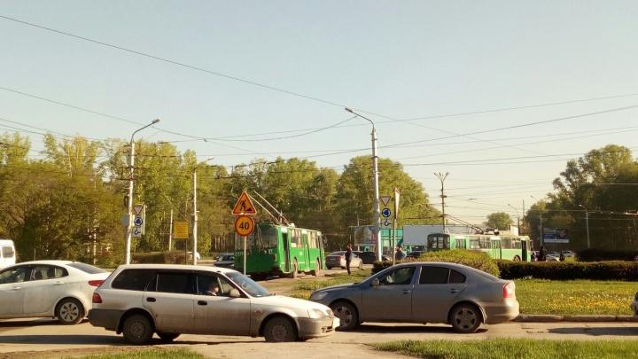 На площади Кирова встали троллейбусы и собрали пробку