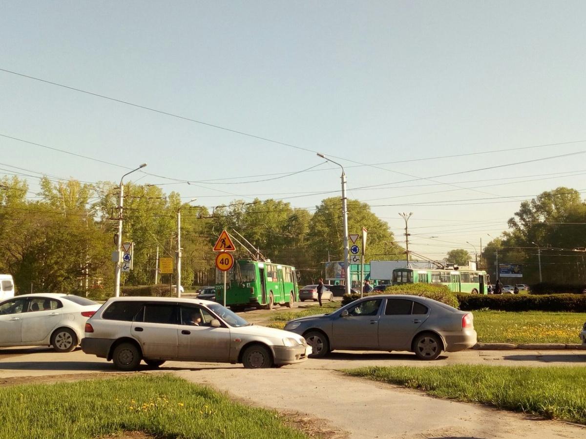 На площади Кирова встали троллейбусы и собрали пробку (фото)