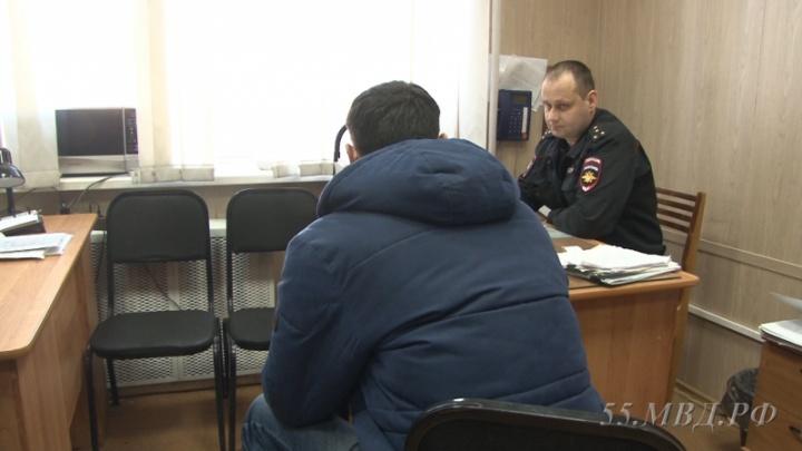 Появилось видео с моментом столкновения иномарки и двух автобусов в Омске