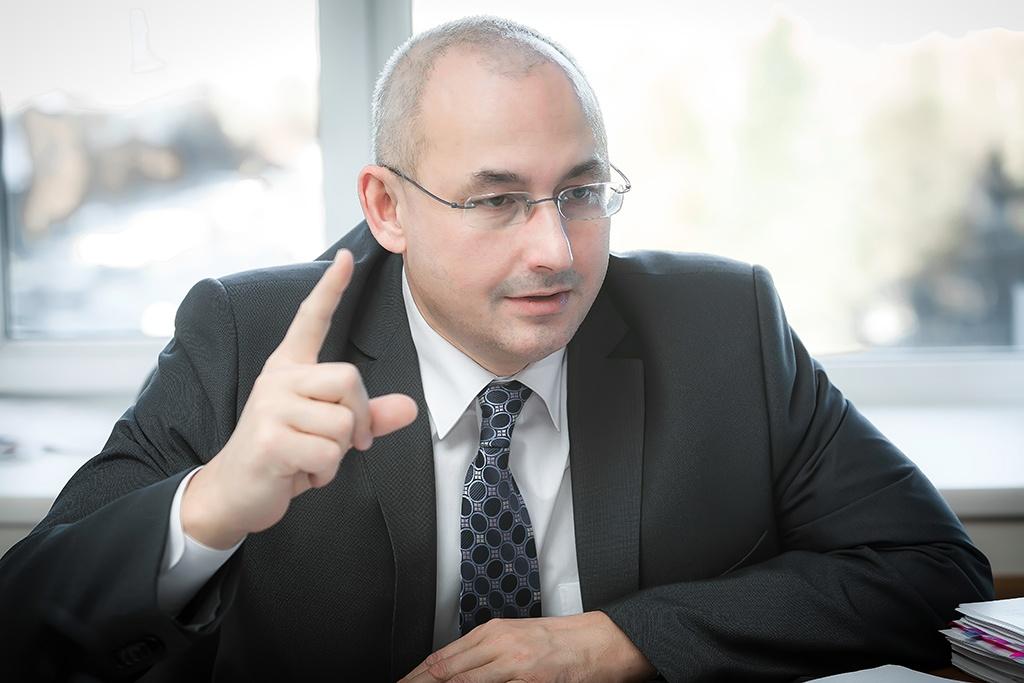 Александр Кузнецов считает, что школы должны зарабатывать деньги, а не просто получать их