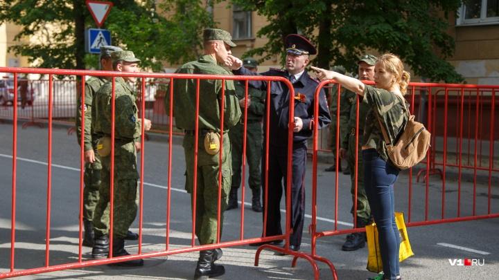 В последний раз перед праздниками: центр Волгограда закроют от машин из-за репетиции парада