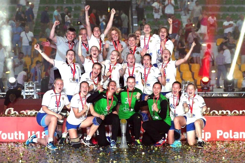 Спортсменки изТольятти всоставе сборной Российской Федерации стали чемпионками мира погандболу