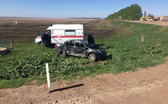 На трассе в Башкирии маршрутка с пассажирами протаранила «Ладу-Гранту»