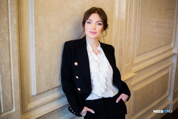 Звезда телепроекта «Дом-2» Евгения Феофилактова выступила в правительстве НСО