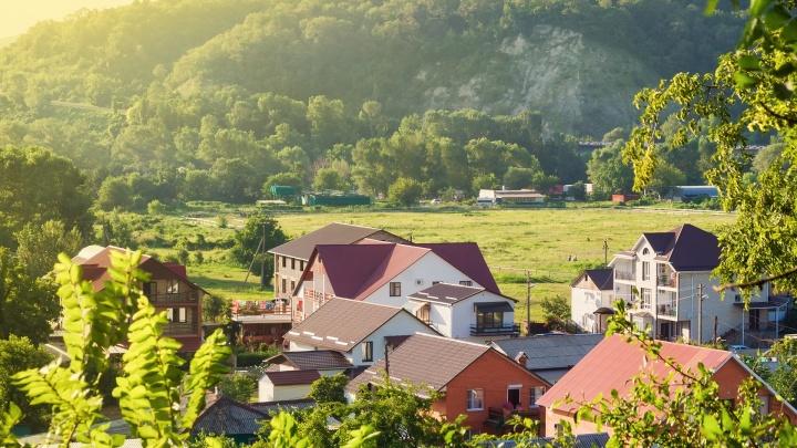 Горожане переезжают за город в погоне за комфортом и земельным участком