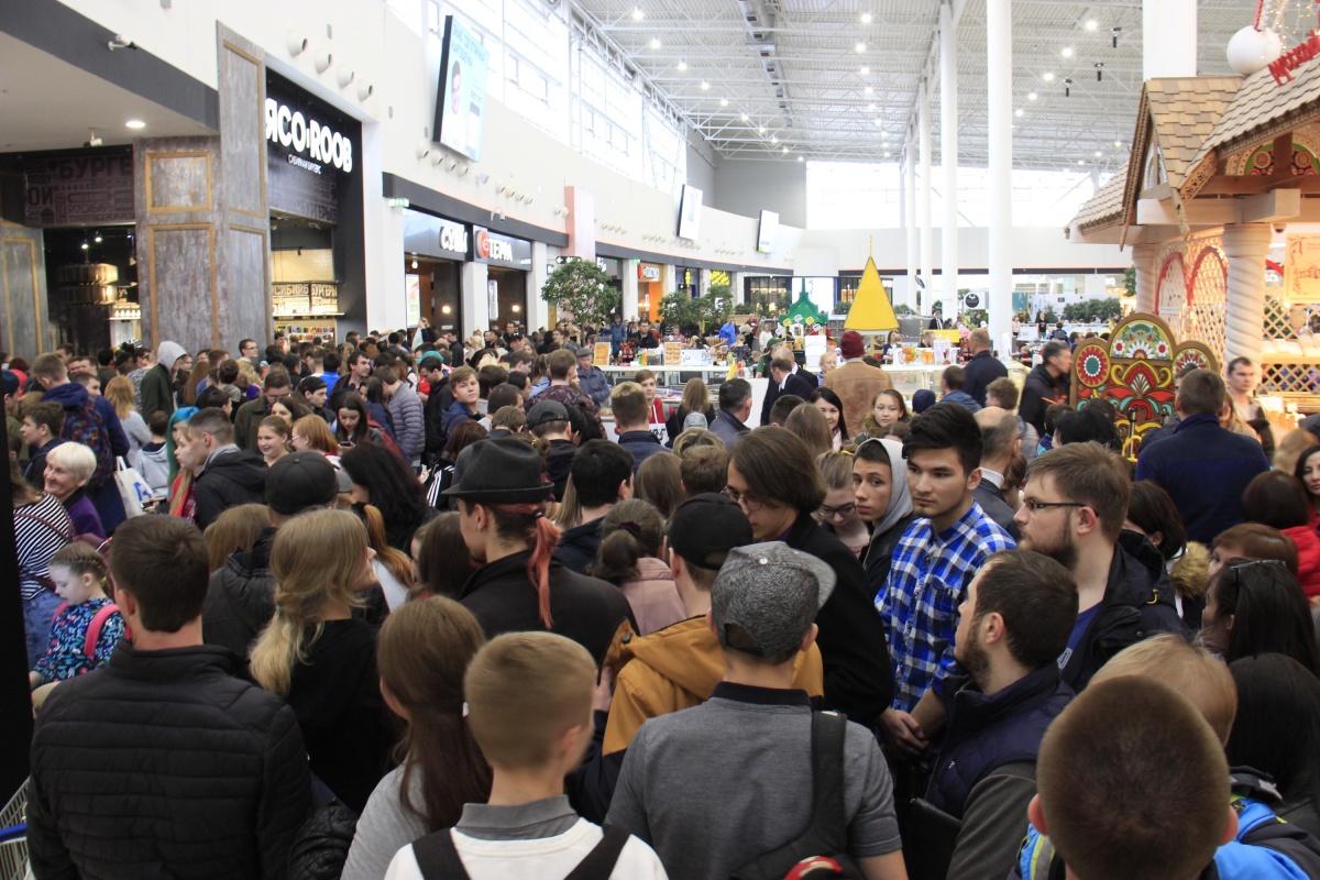 К моменту открытия собралось не меньше 200 желающих получить бесплатный бургер