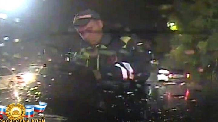 «Хотел домой»: пьяный мужчина угнал машину и сбил девочку-подростка на переходе