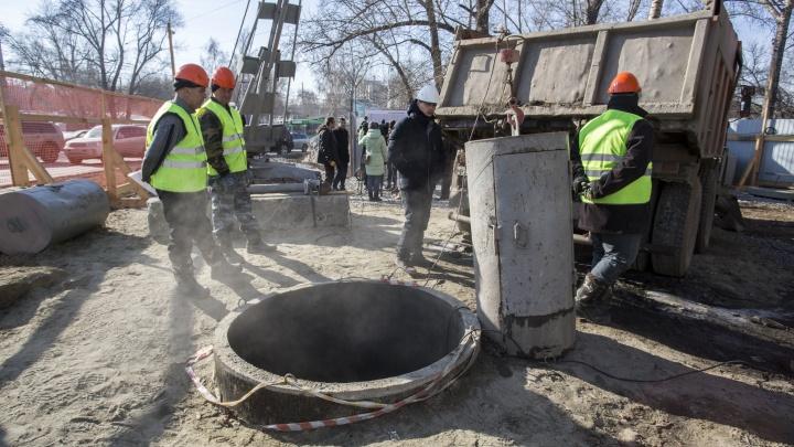 На площади Труда начали чистить ливнёвку — власти обещают, что потопов больше не будет
