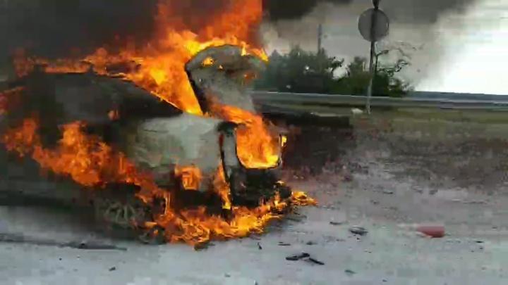 «Успели только прицеп отстегнуть»: на Жигулёвской ГЭС сгорела иномарка