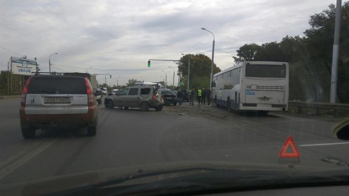 Массовое ДТП с автобусом: в Уфе пострадали четыре легковушки и НЕФАЗ