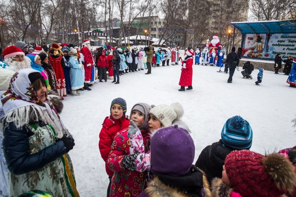 Ёлки и снежные городки уже работают, но от массовых гуляний и концертов в мороз решили отказаться