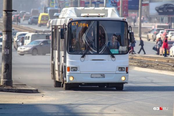 На муниципальных маршрутах работают автобусы большой и средней вместимости