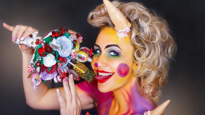 Фото: новосибирские стилисты сделали из моделей страшных клоунов, кукол и ведьм