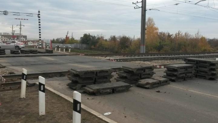 Железнодорожный переезд в Крутых Ключах закрыли на ремонт