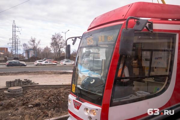 Трамвай S5 следует от улицы Тухачевского через ж/д вокзал до стадиона «Самара Арена»