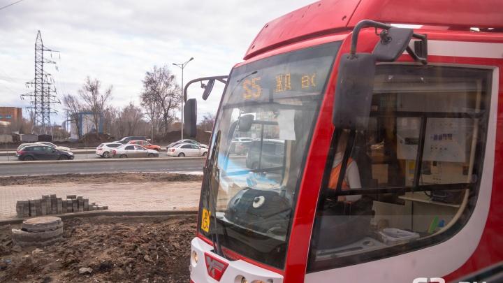 «Даже за детей платим»: жители Самары потребовали введения льгот на трамвайном маршруте S5