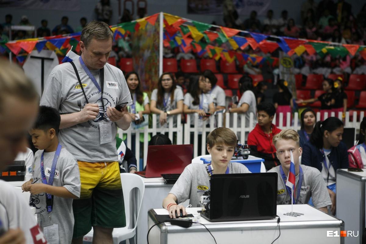 На соревнованиях нужно было запрограммировать робота под конкретную задачу