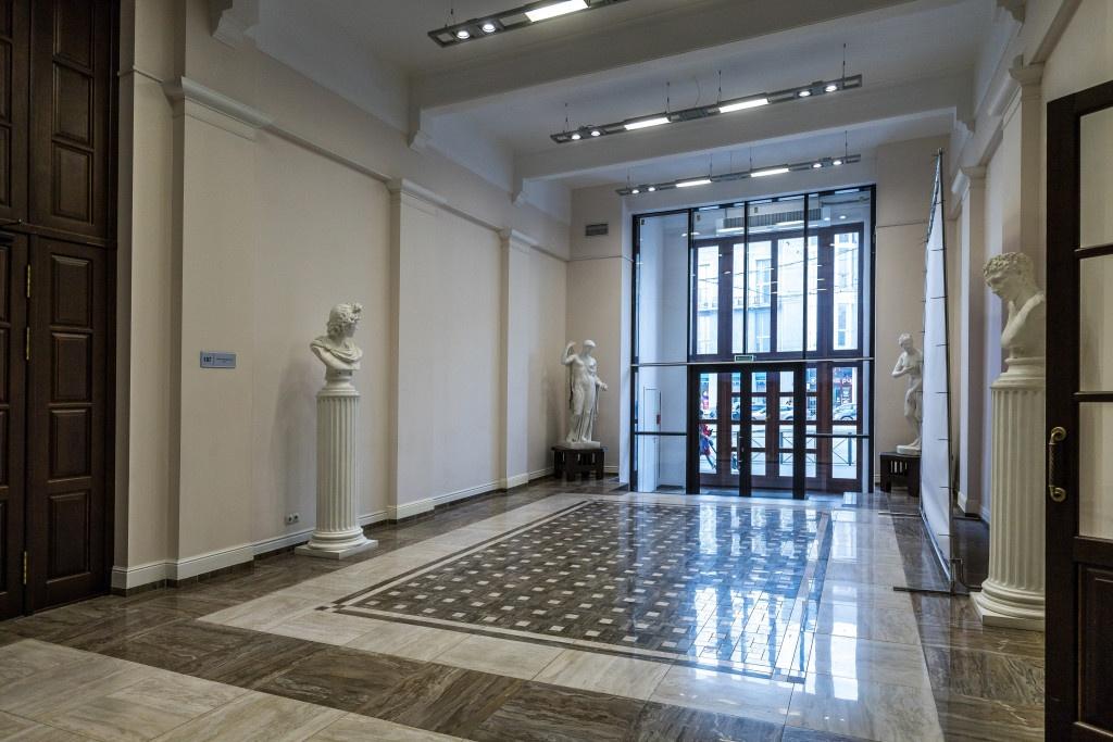 В 20-е годы XX века в здании НГУАДИ располагались госучреждения