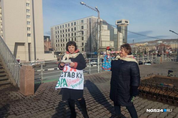 На митинг за отставку главы города пришло два человека — организаторы