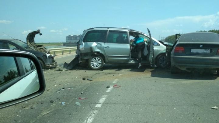 Страшная авария у дамбы в Рыбинске: столкнулись три машины, пострадали люди