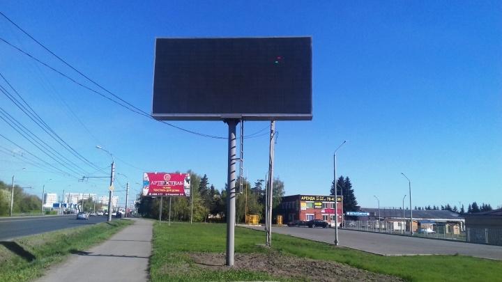 В Омске установили экологический экран за полтора миллиона. Он сломался через две недели