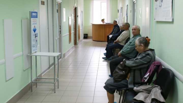 «Это уже за гранью»: ярославского депутата возмутили бахилы по 10 рублей