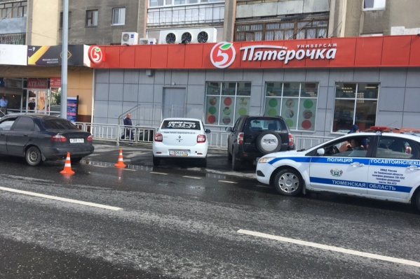 Авария произошла вне пешеходного перехода